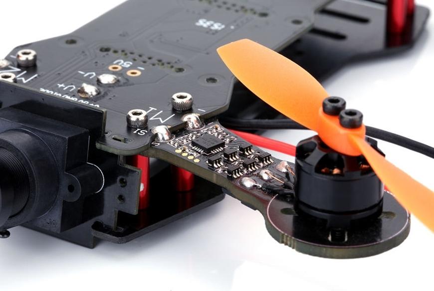 Drone de course DYS X160 équipé de moteur 1104 4000 Kv