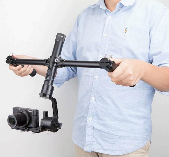 Dual Hand utilisé avec un Zhiyun Crane en mode inversé