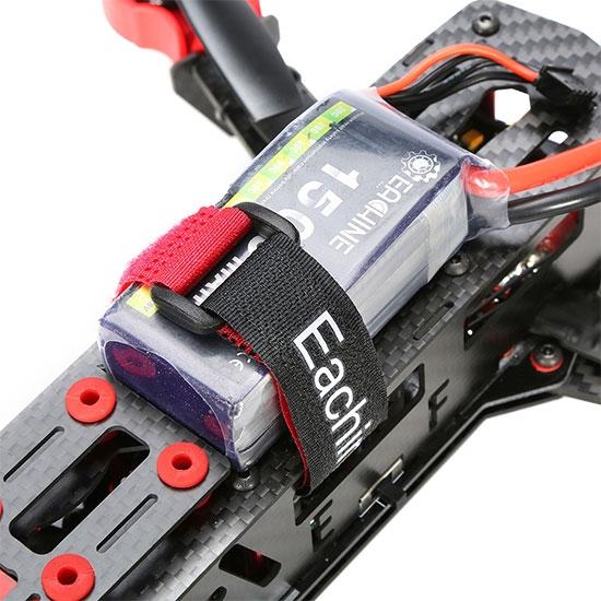 Batterie installée sur le drone racer Eachine Falcon 250 (RTF)