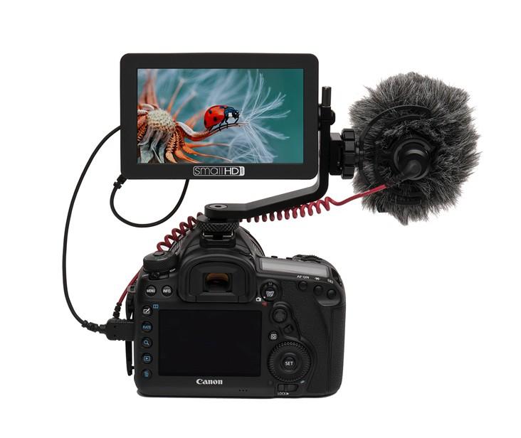 "Ecran 5"" SmallHD Focus installé sur un appareil reflex"