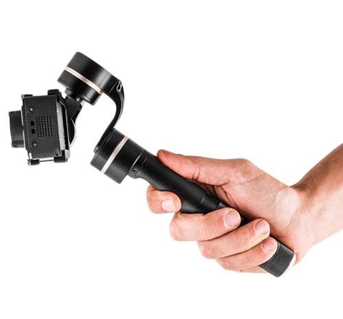 Steadycam Feiyu G100 vu de profil avec caméra GoPro