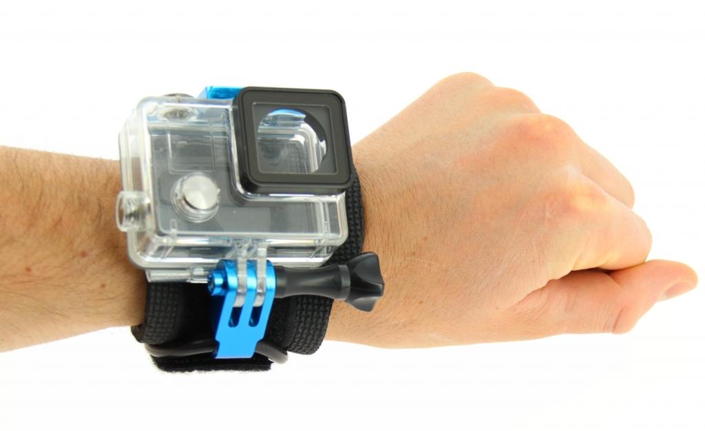 Grâce à cette fixation, vous pourrez filmer tout en gardant les mains libres.