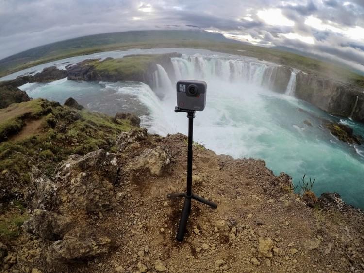 Caméra GoPro Fusion 360 utilisé sur un trépied