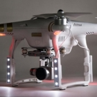 kit led dji phantom3 polar pro installé sur le drone face avant