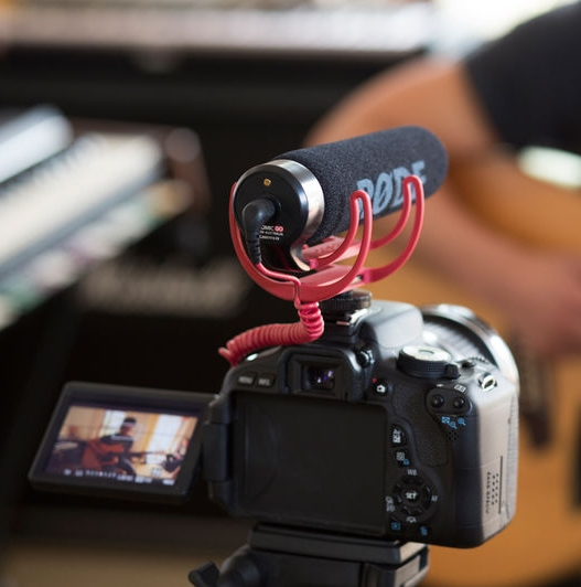 Microphone RODE VideoMic GO monté sur un APN