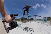 Microphone RODE VideoMic GO utiliser sur une caméra en action