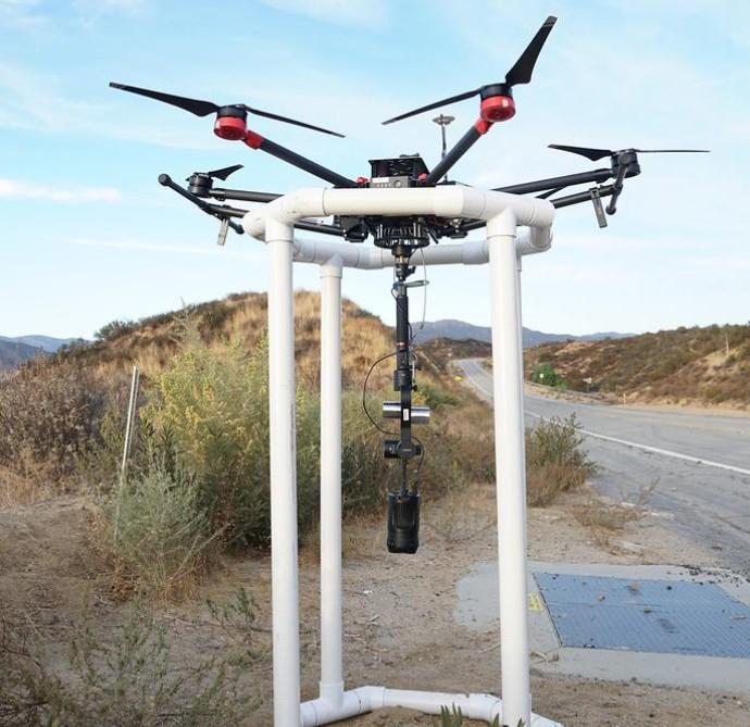 Moza Guru 360 Air Gudsen sur un drone qui atteri