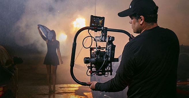 Nacelle main stabilisateur DJI Ronin-MX en action lors d\'un tournage