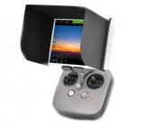 Pare-soleil PGY pliable installé sur une tablette sur la radio de l'Inspire 2 - vue de face