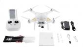 Contenu du pack DJI Phantom 3 4K: radiocommande, hélices, drone avec caméra, chargeur et accessoires.