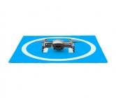 Piste de décollage PGY carrée avec drone Mavic Air posé