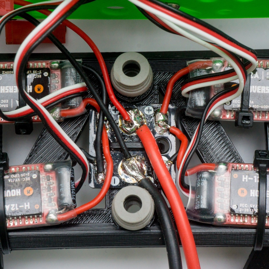 Plaque de distribution Micro PDB Hovership permettant de raccorder jusqu\'à 4 ESC