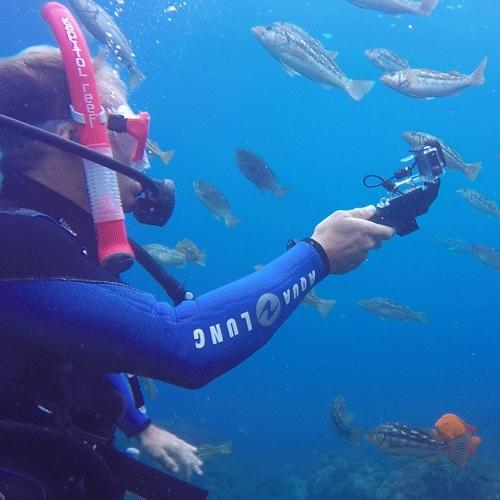 Plongeur en action avec Poignée Powergrip H20 Polar Pro