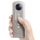 RICOH THETA SC - version beige tenue en main