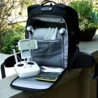 Intérieur du sac à dos Drone Trekker avec hélices et accessoires rangés - PolarPro