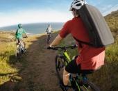 Sac à dos GoPro Karma sur le dos d'un cycliste en balade