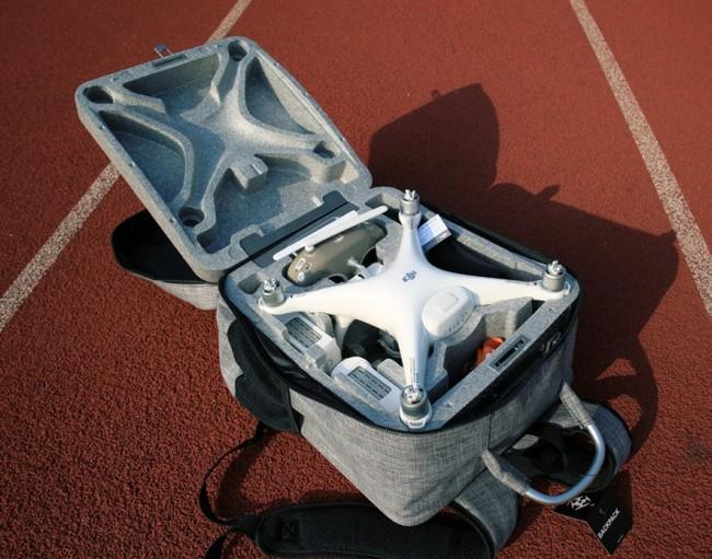 Sac à dos pour DJI Phantom 4 ouvert avec le rangement intérieur d'origine du drone