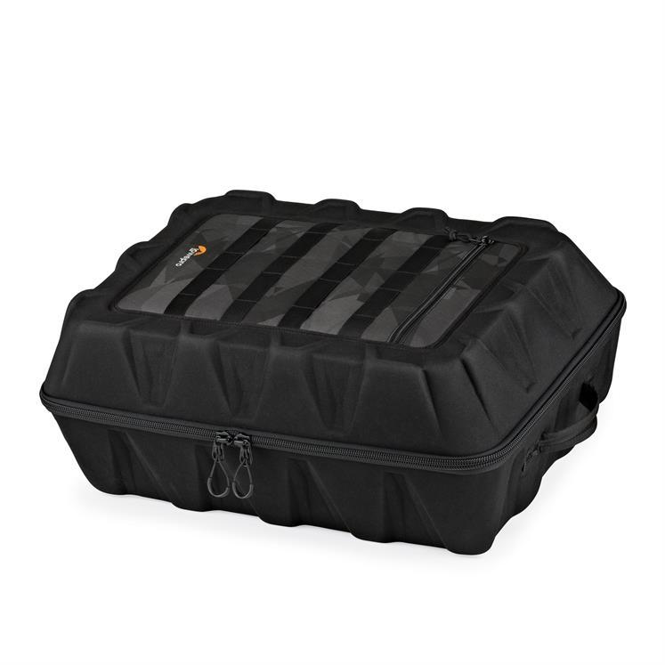 Le sac s\'ouvre à l\'aide d\'une double fermeture éclaire qui permet un accès rapide au drone et à tous ses accessoires.