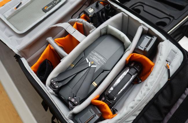 Intérieur du sac Lowepro DroneGuard BP 250 avec un DJI Mavic Pro et accessoires