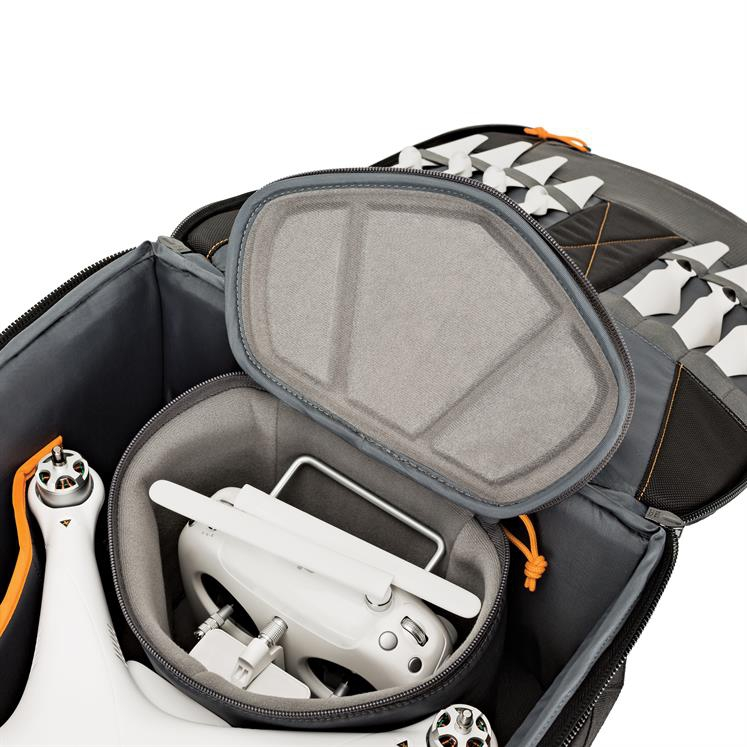 Zoom sur le compartiment du sac Lowepro DroneGuard BP 450 AW