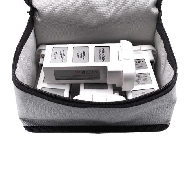 La sacoche permet d'accueillir 4 batteries de DJI Phantom 3 sans soucis