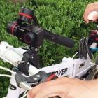 Stabilisateur 3 axes Feiyu Summon monté sur un vélo