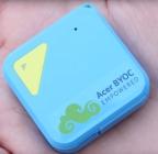 Tracker GPS Acer Circo S tenu dans une main